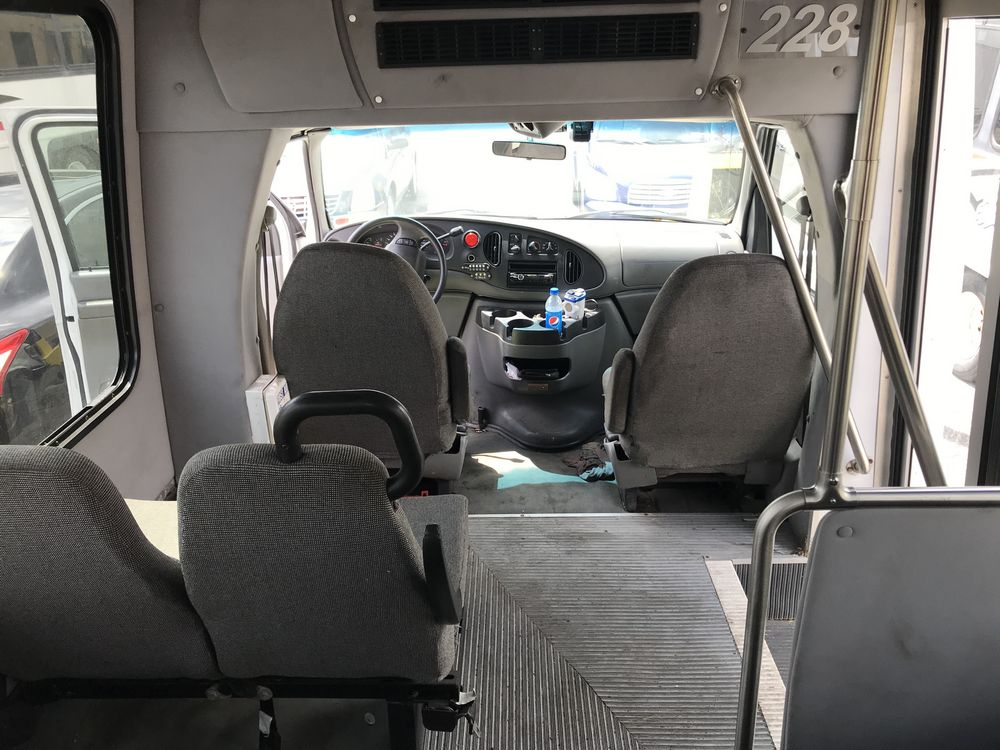 2008 FORD MODEL E350, 12 SEAT PASSENGER COACH BUS - Image 9 of 11