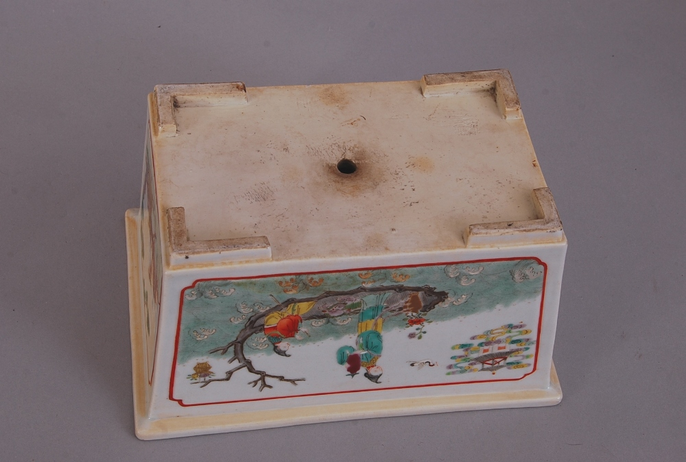 Lot 15 - C19th Chinese famille rose rectangular jardiniere, painted to the long sides with two ladies on a
