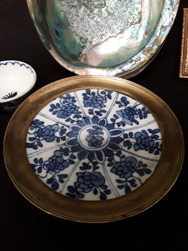 An assortment of mixed colectabuls including Japanese rice bowls treem dishes abalone shell, etc - Image 3 of 3