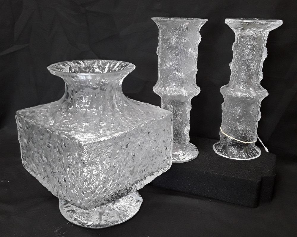 Lot 9 - Three pieces of iittala Finnish glass.
