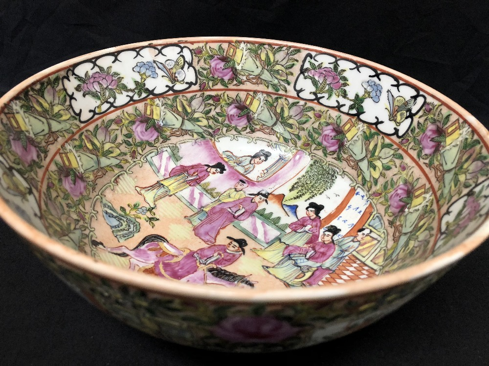 Lot 17 - A 20th Century Cantonese bowl with famille rose decoration.