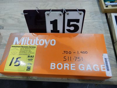 Lot 15 - MITUTOYO DIAL BORE GAGE .700 TO 1.400