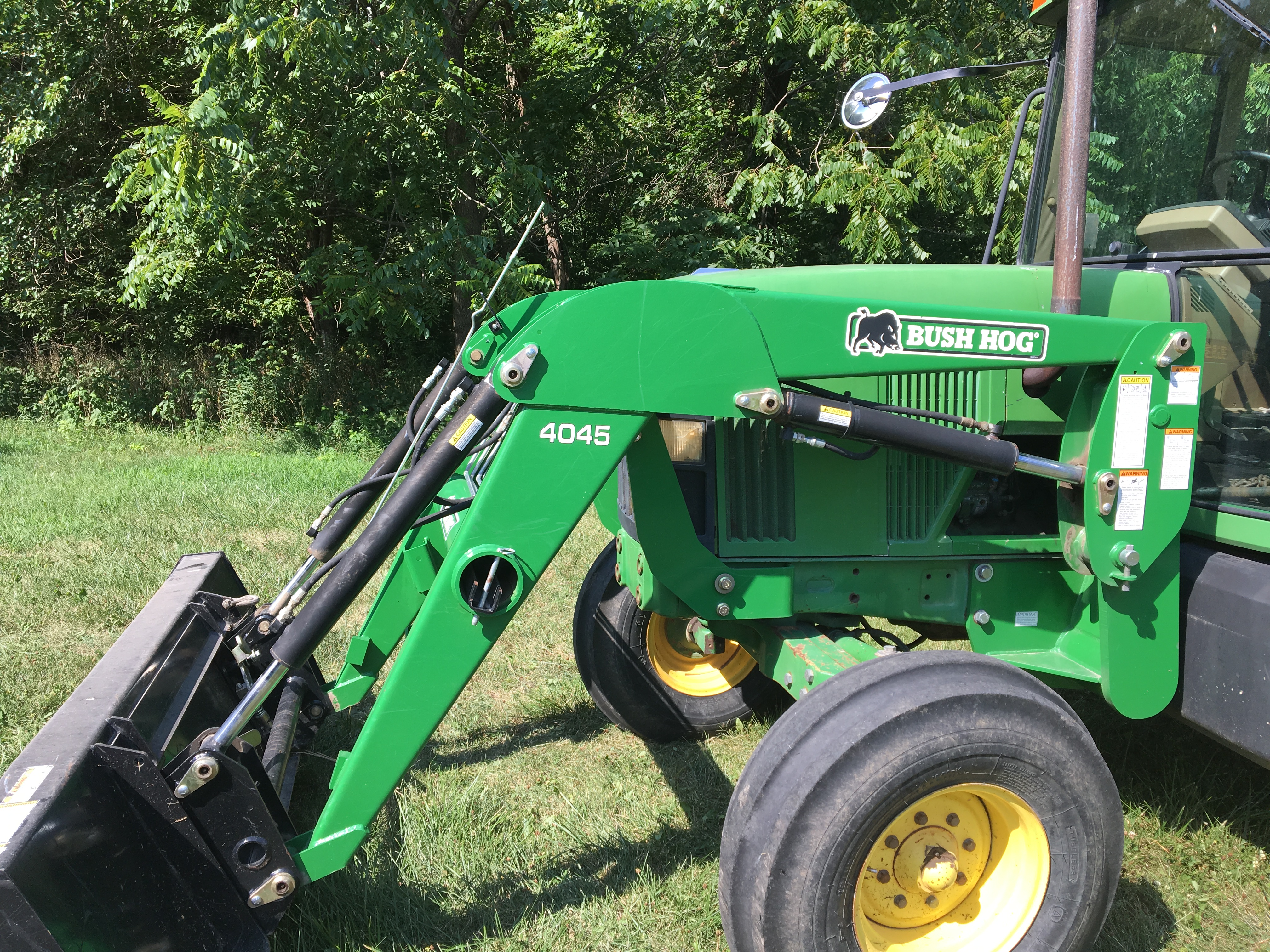 Lot 10 - 1995 JD 6400 2WD cab tractor