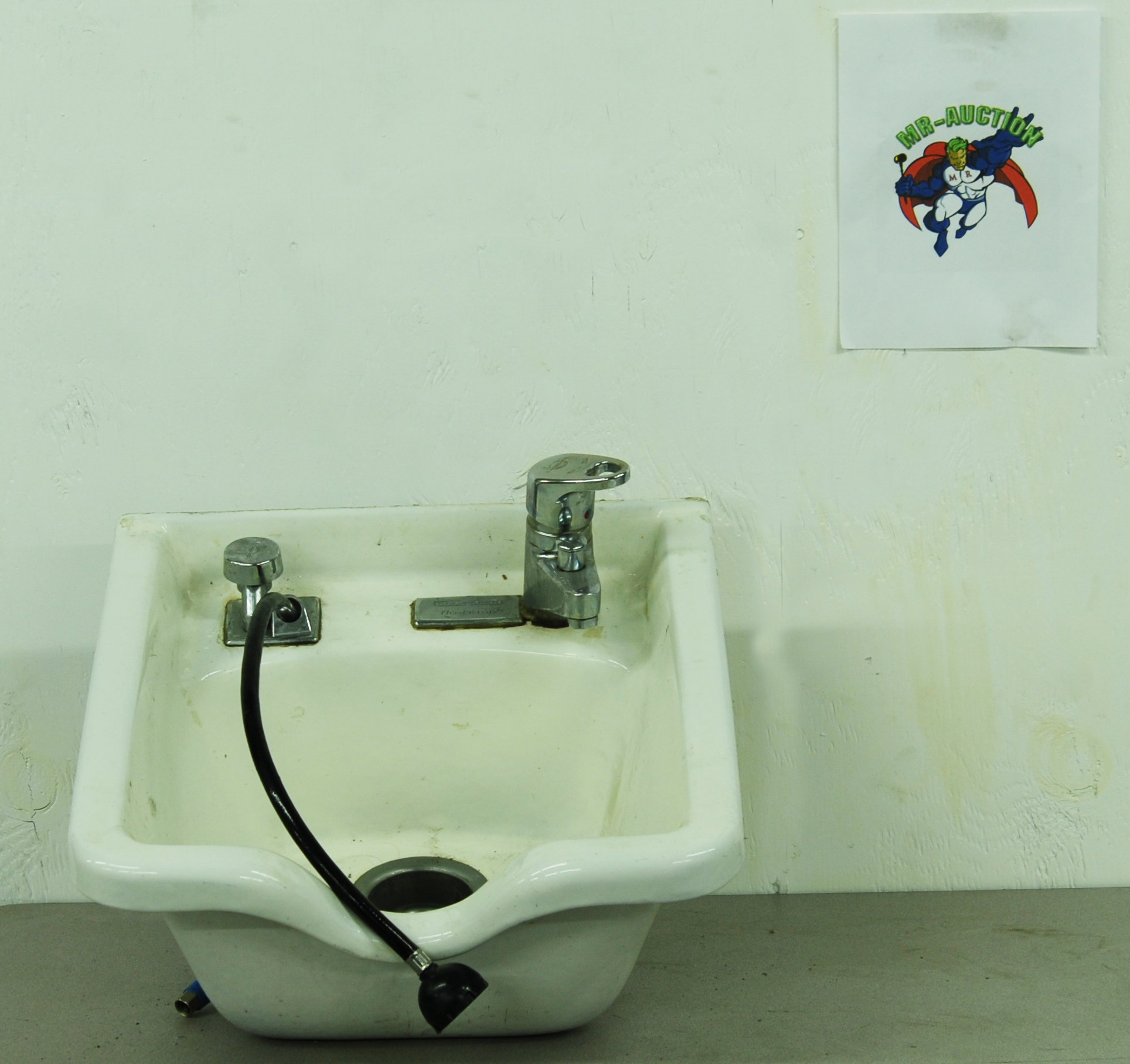 Lot 158   Belvedere Flo Temp Salon Sink With Faucet And Spray Nozzle