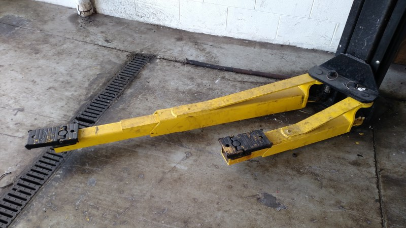 Lot 6 - Rotary SPOA10N700 / 10,000 Lb. 2-Post Surface-Mount Lift (Model Year: 2008), Standard Height (12'