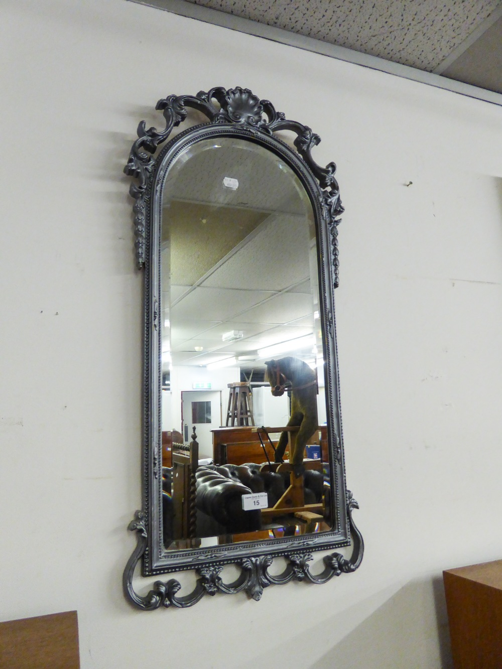 Lot 15 - AN ARCHED TOPPED BEVELLED EDGE WALL MIRROR, IN SILVERED FINISH FRAME