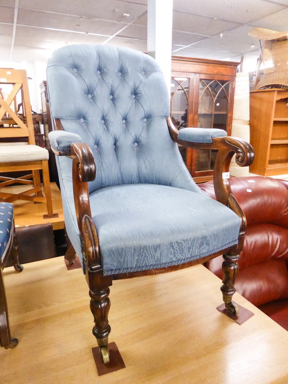 Lot 181 - A VICTORIAN MAHOGANY SPOON BACK LADY'S CHAIR