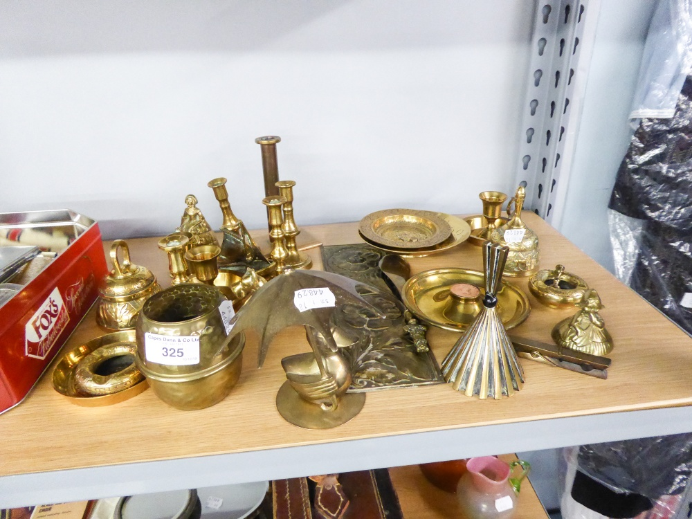 Lot 325 - A COLLECTION OF SMALL BRASS WARES TO INCLUDE; HAND BELLS, CANDLESTICK STANDS, AN ASHTRAY ETC...