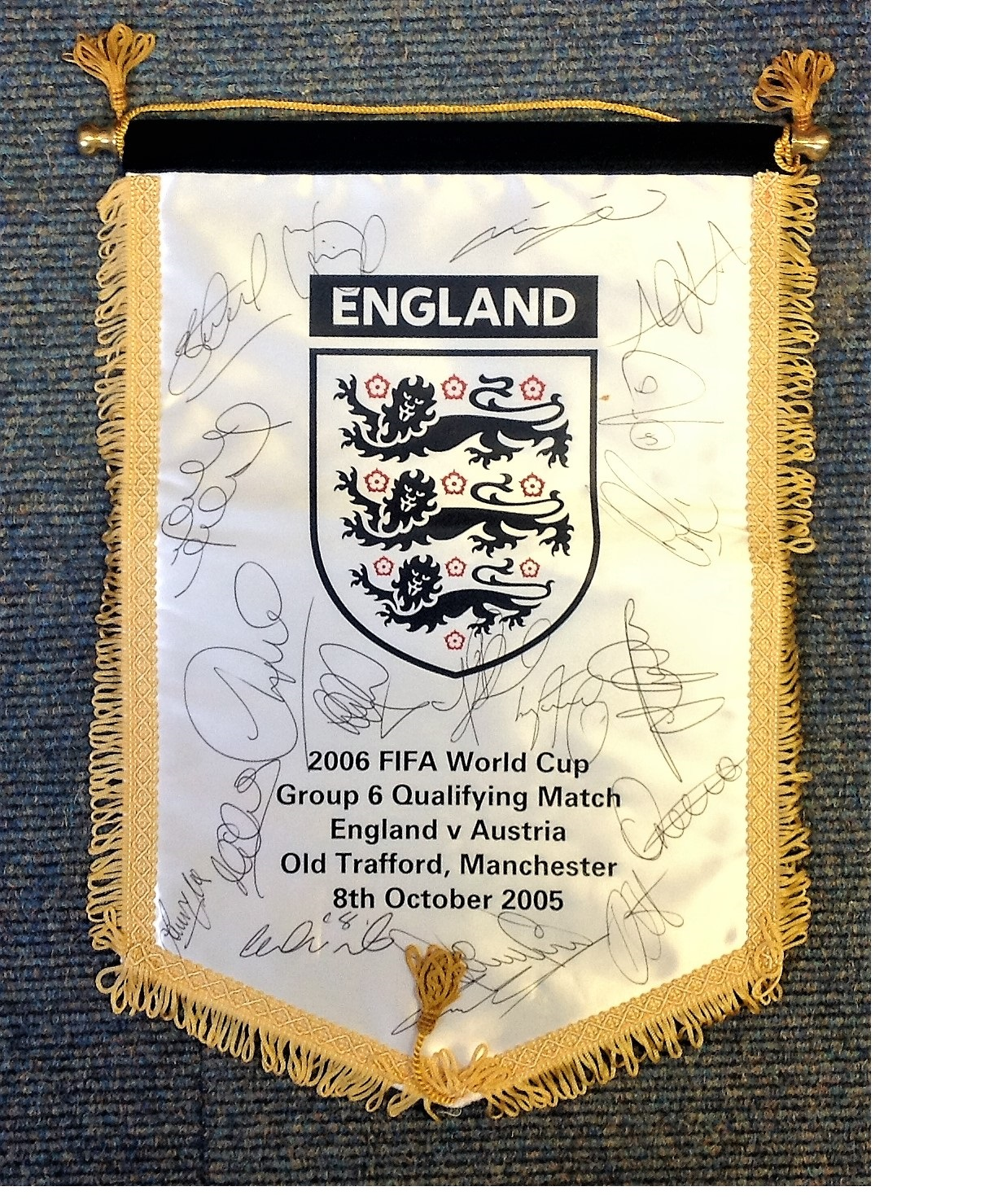 Lot 27 - Football England v Austria 8th Oct 2005 World Cup Qualifier pennant signed by 18 England squad
