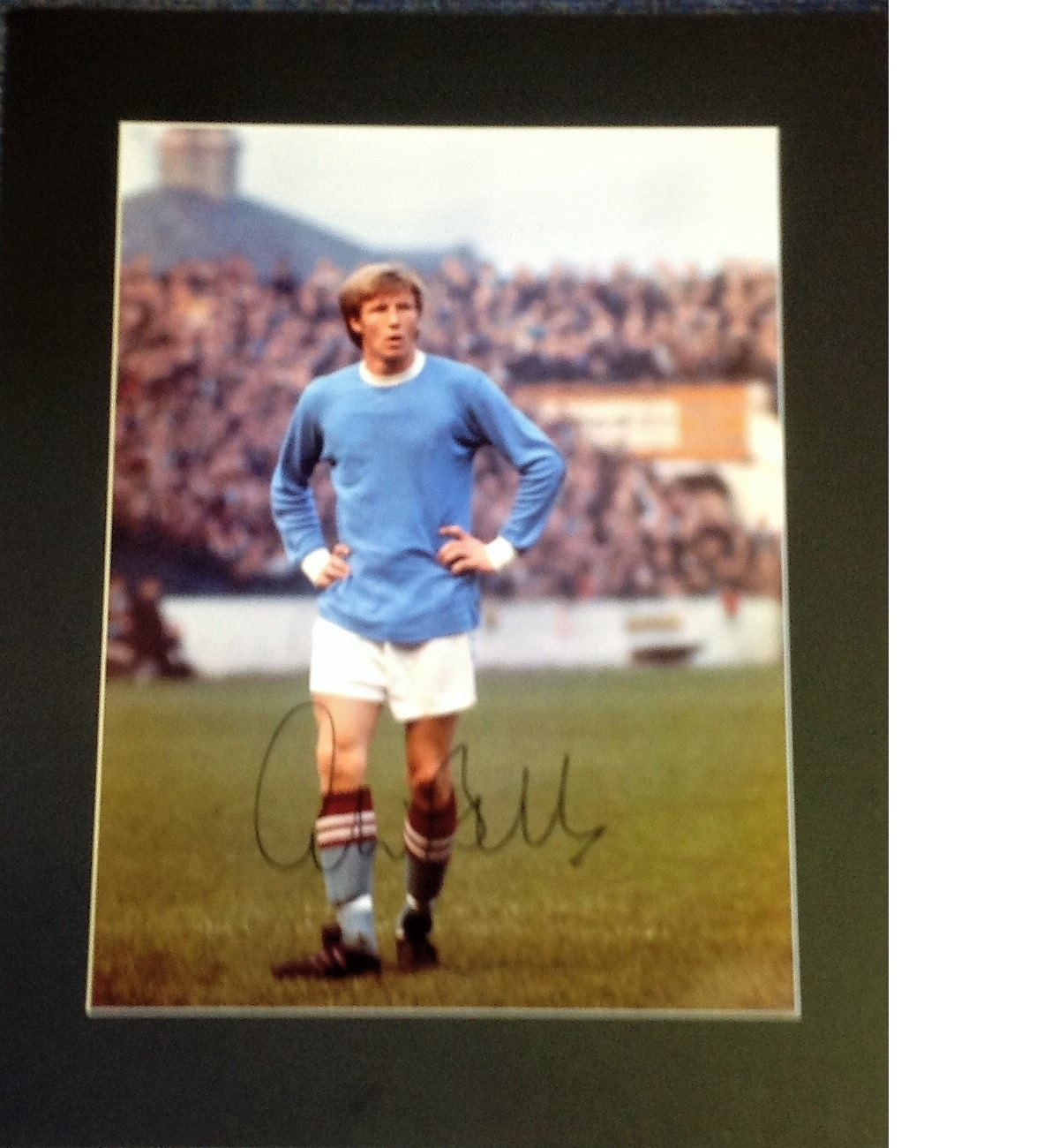 Lot 50 - Football Colin Bell 20x16 signed mounted colour photo pictured in Manchester City kit. Bell played