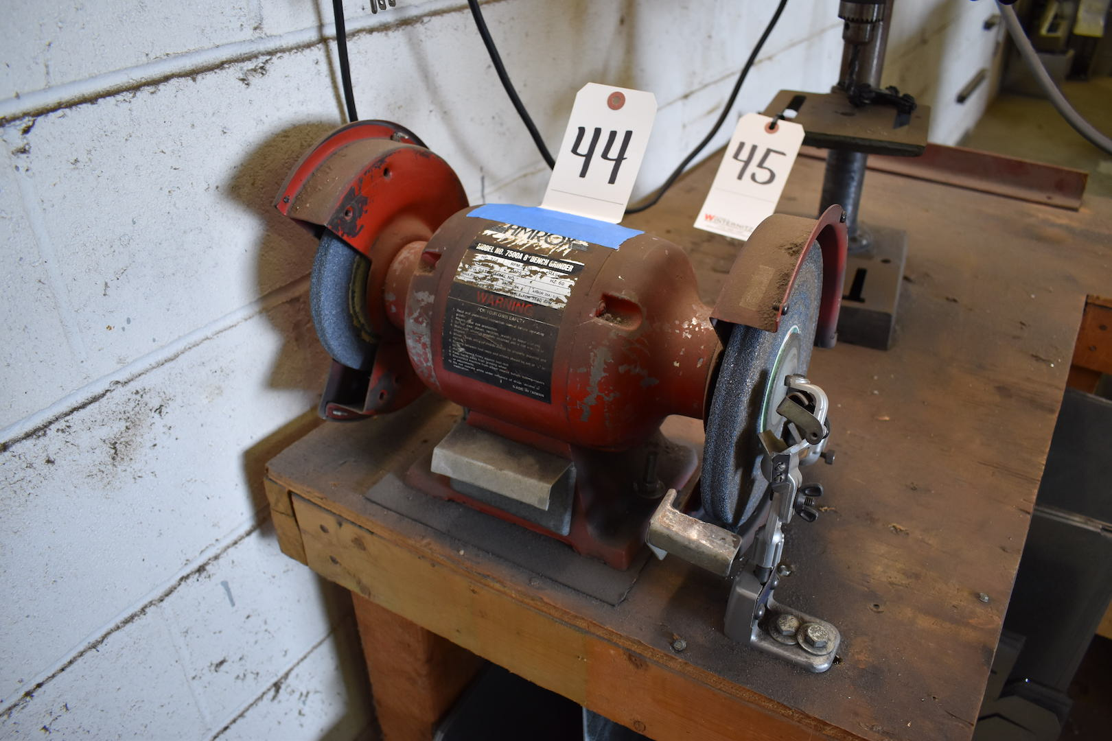 "Lot 44 - Amrox Model 7500A 8"" Double End Bench Grinder, 3/4 HP, 115 Volt"