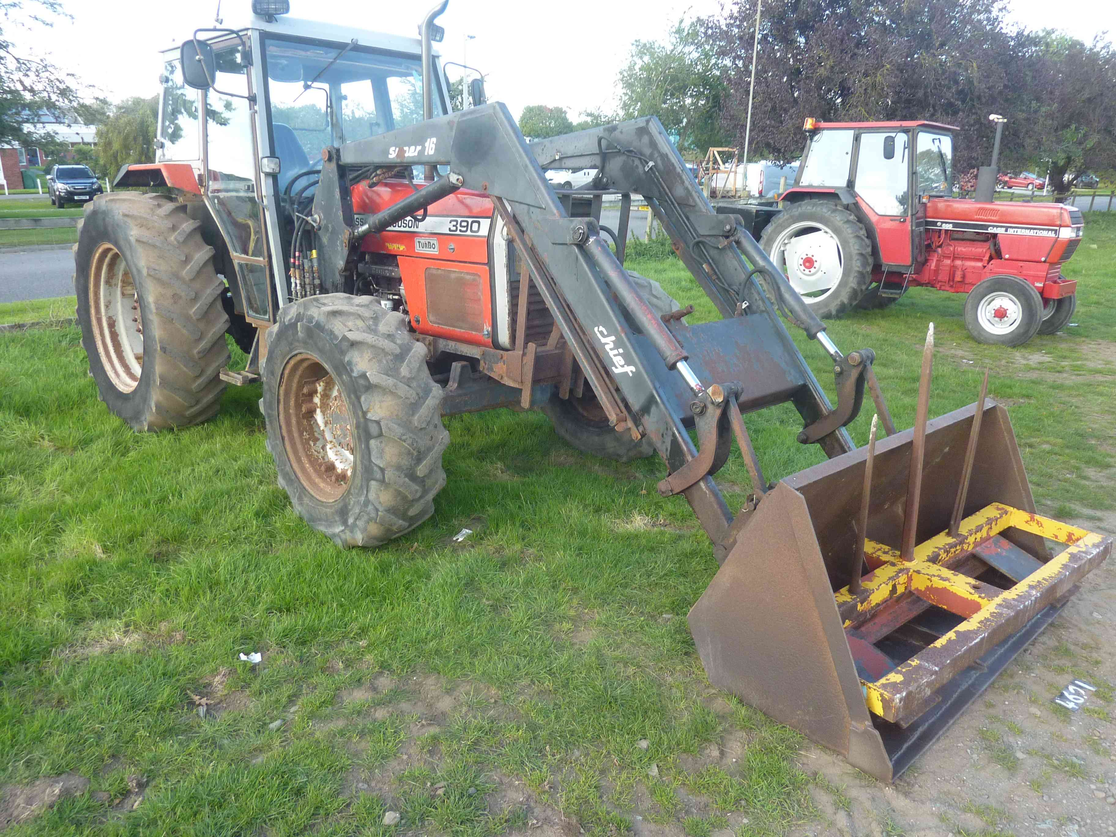 Lot 4621 - 4621 Massey Ferguson 390 tractor with Chief loader, bucket &  fork,