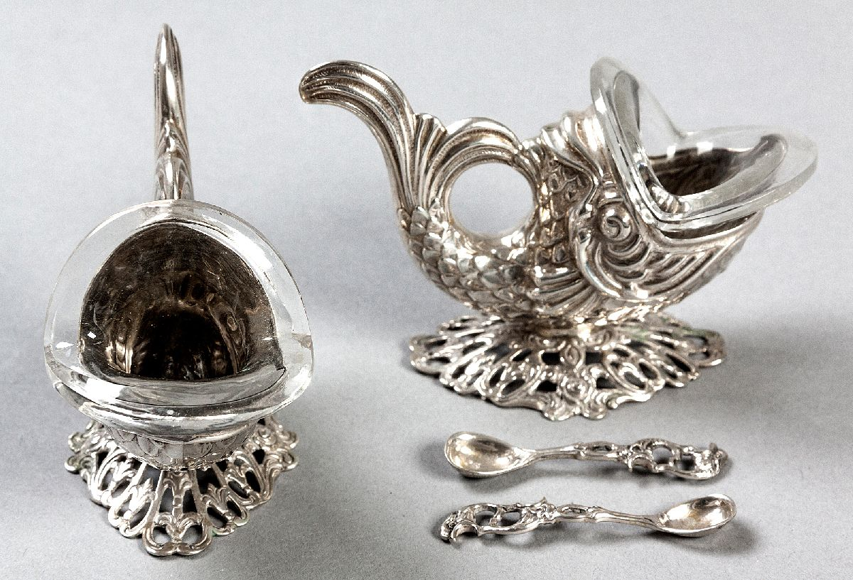Lot 12 - A PAIR OF CONTINENTAL SILVER OPEN SALTS, of stylized dolphin-form, each standing on a raised