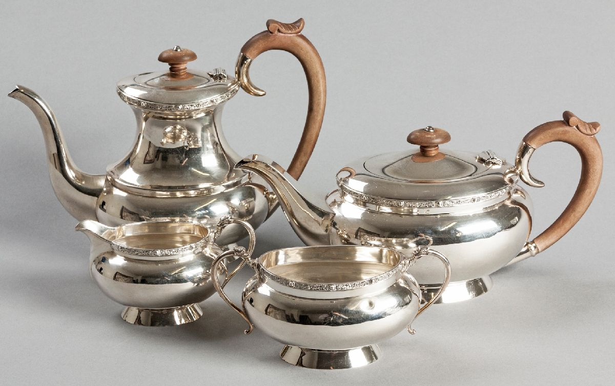 Lot 7 - A 20TH CENTURY FOUR PIECE SILVER TEA AND COFFEE SERVICE, BIRMINGHAM 1970, MAPPIN & WEBB, comprising: