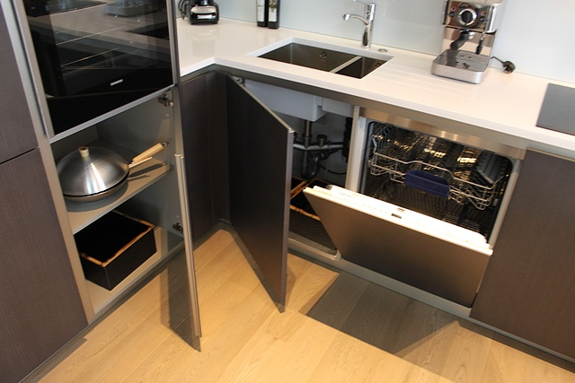 Complete u shaped kitchen with base and wall cabinets for Complete kitchen base units