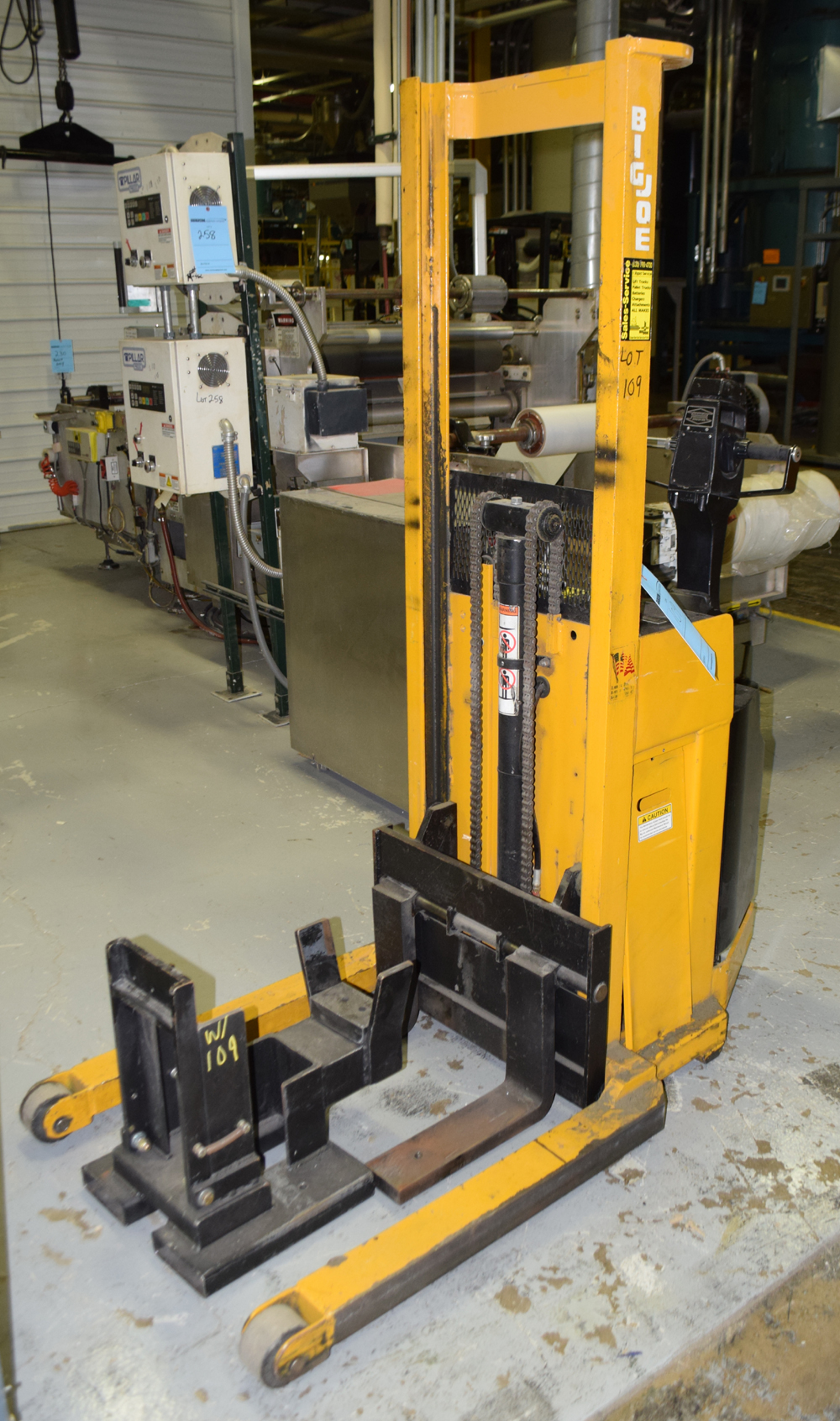 Lot 109 - Walkie Straddle Stacker
