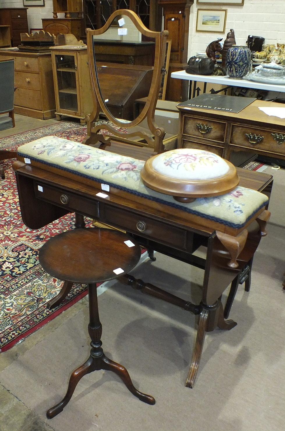 Lot 13 - A reproduction mahogany sofa table, a mahogany Sutherland table, 82 x 67cm open, an oblong