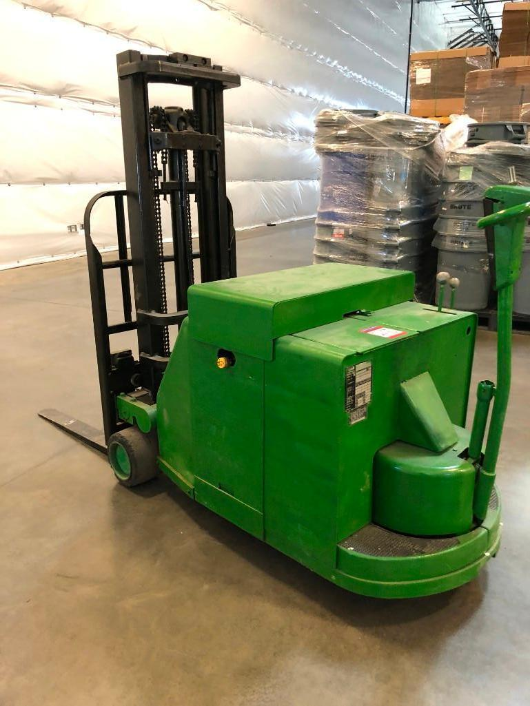 Lot 28 - Clark Power Worker Walk Behind Pallet lift