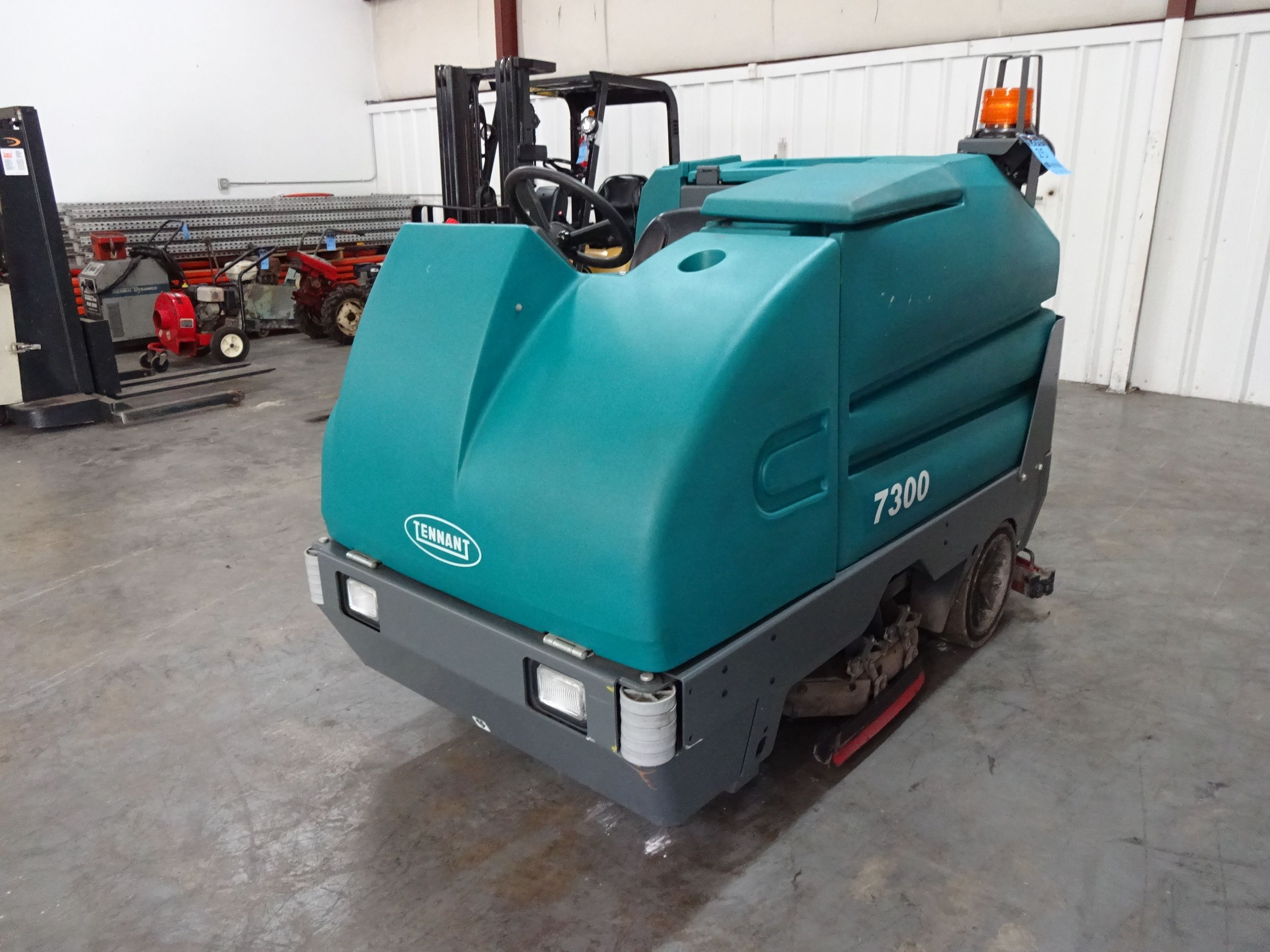 Tennant Model Electric Sit Down Floor Scrubber Hours Volt Charge