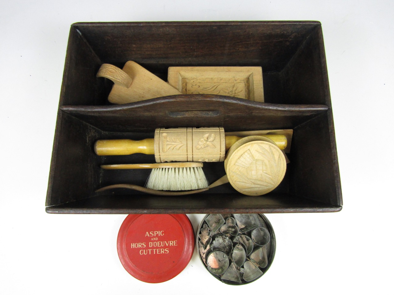 Lot 27 - Sundry kitchenalia including a cutlery box, wooden moulds and stamps together with a vintage tin