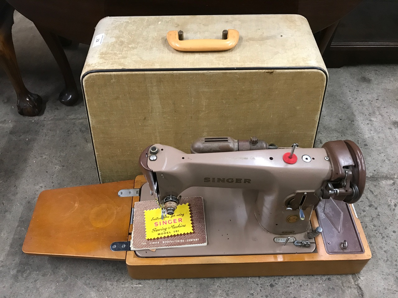 Lot 22 - A cased electric Singer sewing machine 201