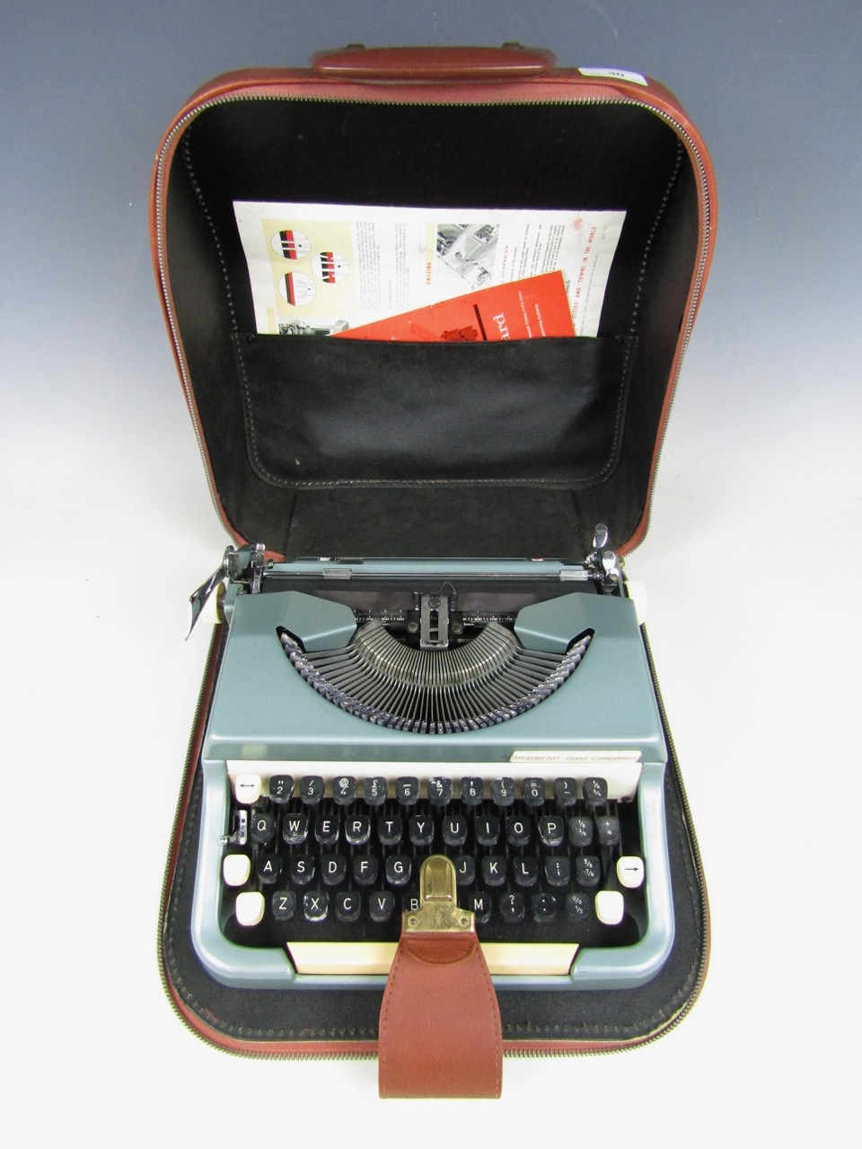 Lot 30 - A cased vintage Imperial Good Companion typewriter