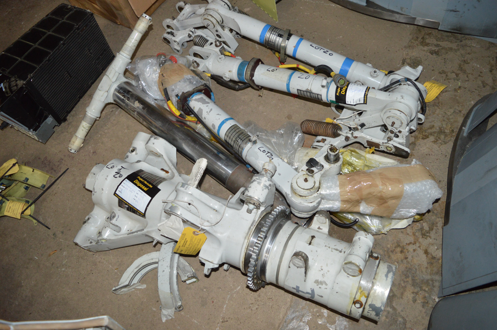 5 - miscellaneous Tornado landing gear legs/components All approximately 800mm long - Image 2 of 2