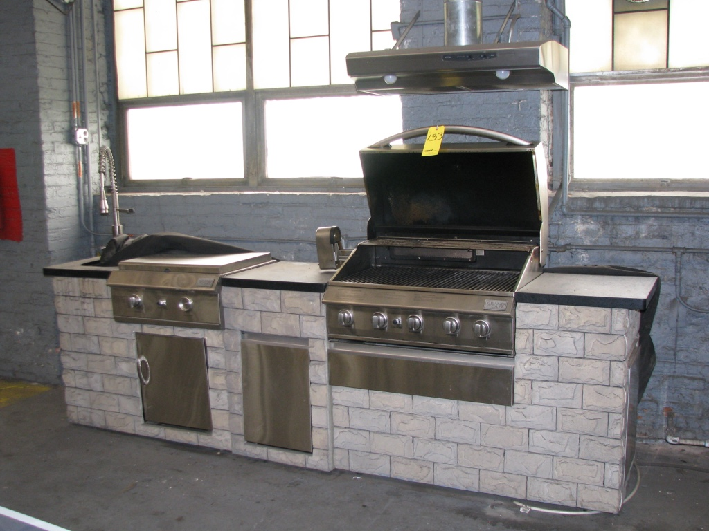 Grand cafe outdoor kitchen gas grill with rotisserie flat for Gas grill tops outdoor kitchen