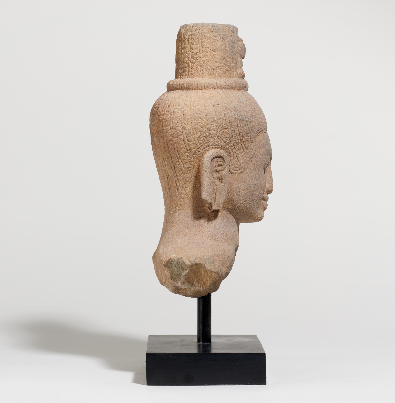 IMPORTANT BUST OF THE BODHISATTVA AVALOKITESHVARA. Origin: Khmer. Date: Late 12th c. Technique: - Image 5 of 5
