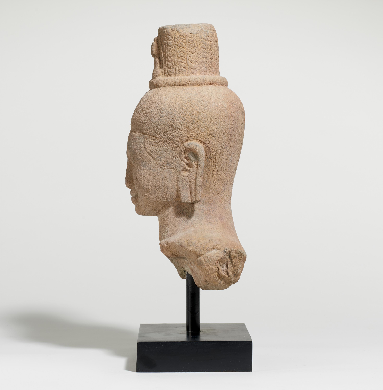 IMPORTANT BUST OF THE BODHISATTVA AVALOKITESHVARA. Origin: Khmer. Date: Late 12th c. Technique: - Image 3 of 5