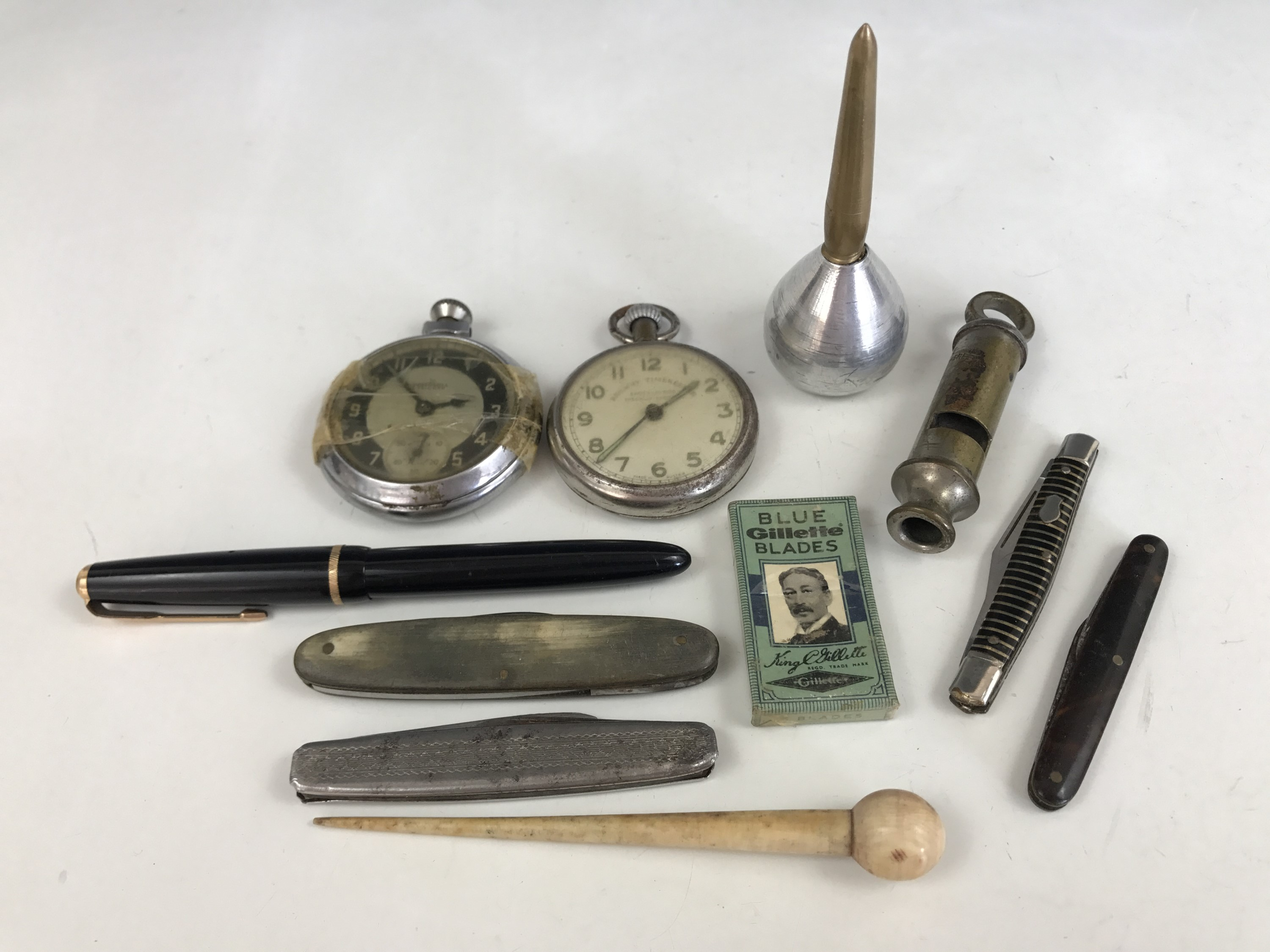 Lot 18 - Collectors' items including four vintage pen knives, a Railway Timekeeper shock-proof pocket