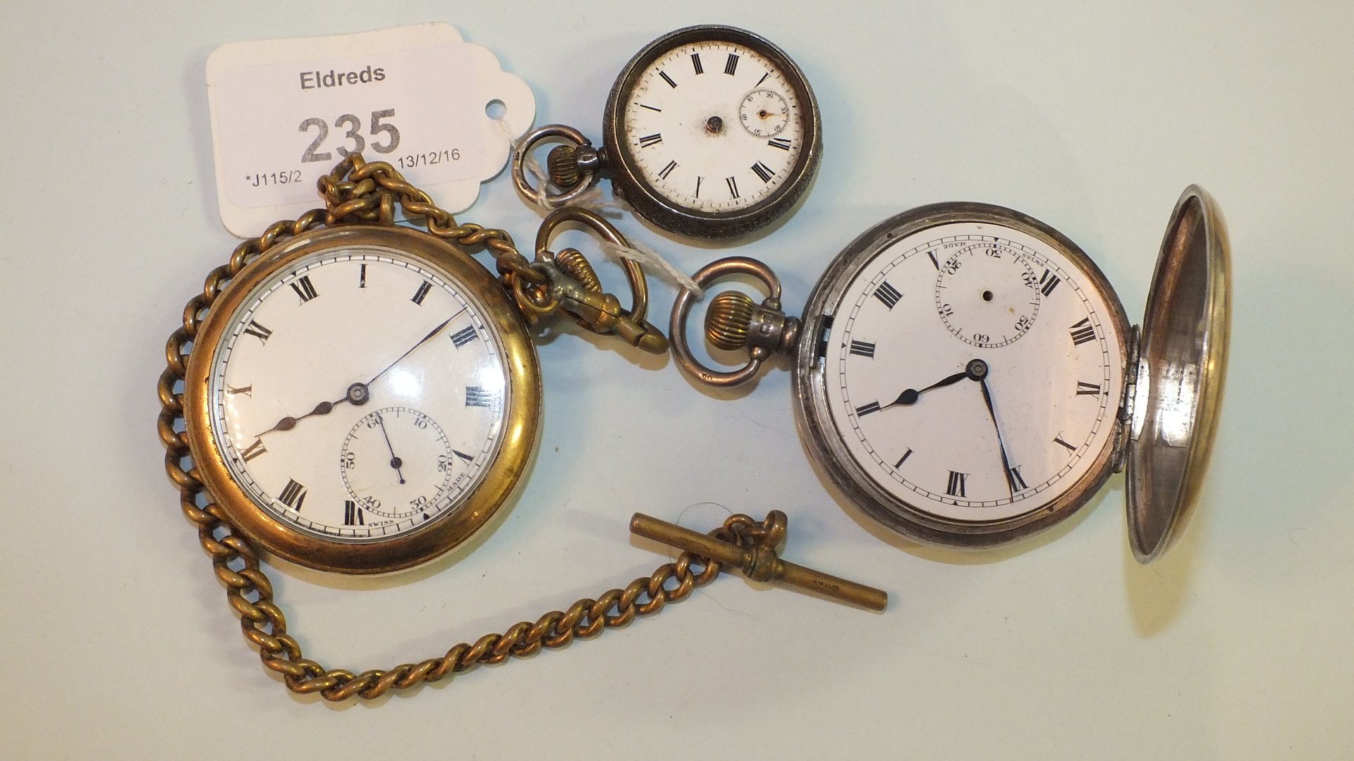 Lot 235 - A silver hunter cased keyless pocket watch, (af, bezel, glass and subsidiary hand missing), a gold