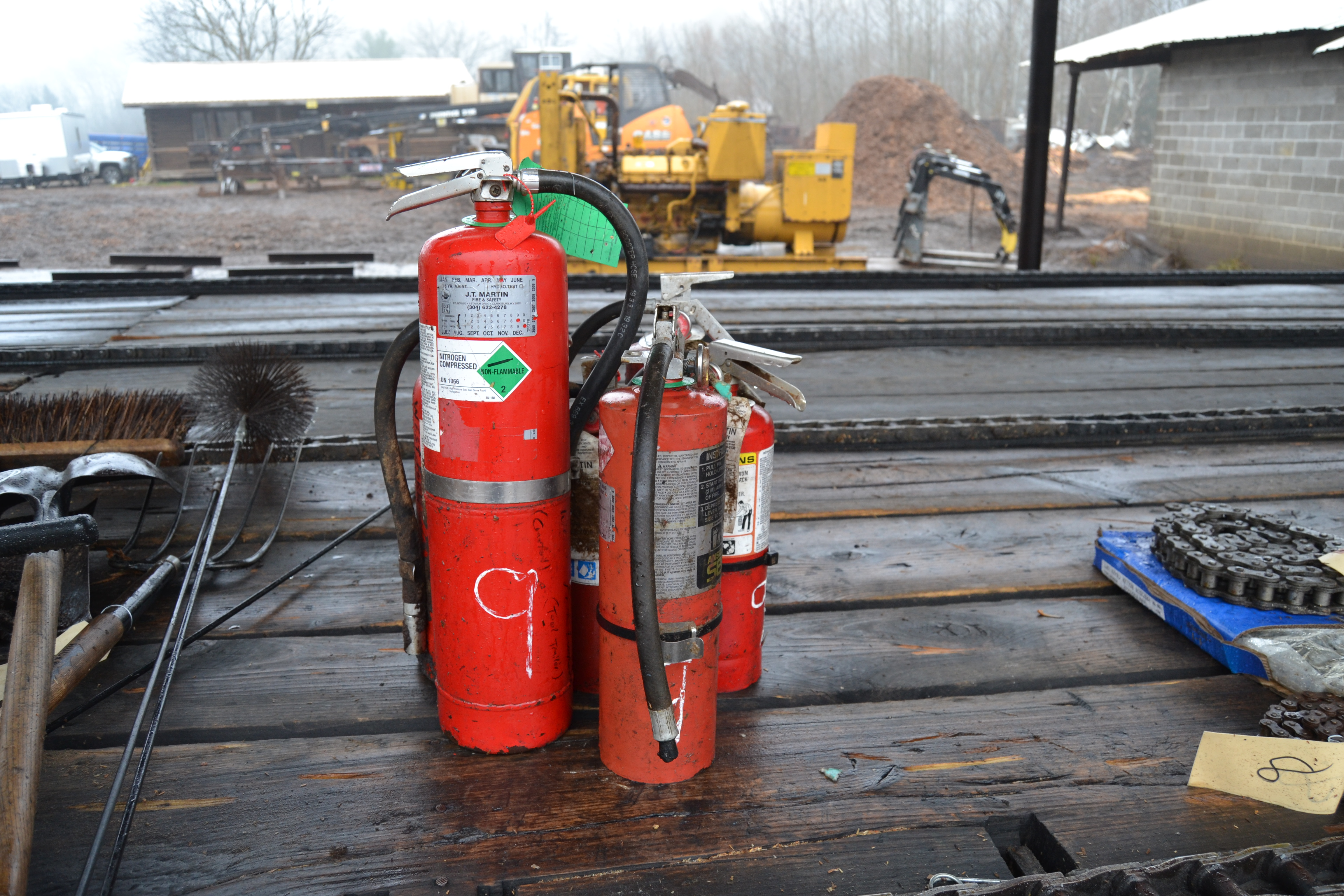 Lot 9 - LOT OF FIRE EXTINGUISHERS