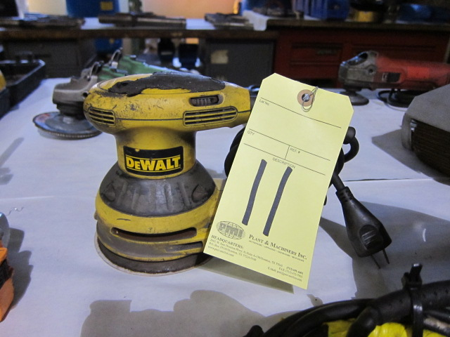 Lot 11 - ELECTRIC PALM SANDER, DEWALT