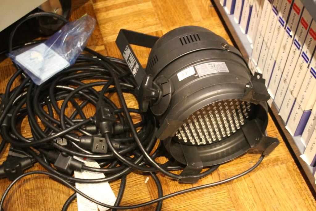 AMERICAN DJ MODEL P64 PROFESSIONAL CAN DMX LED LIGHT