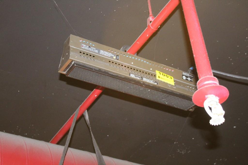 BRIGHTLINE MODEL 1.2D 10 AMP STAGE LIGHT SERIES 1 DMX LIGHT