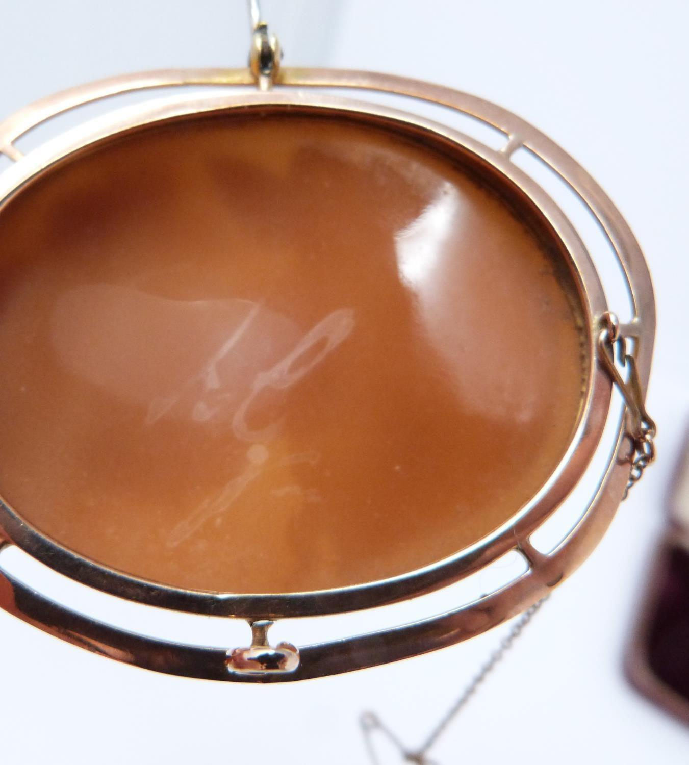 A 9ct Rose gold shell cameo of Dionysis side profile, makers mark AW, 9ct gold mark, he is - Image 6 of 8