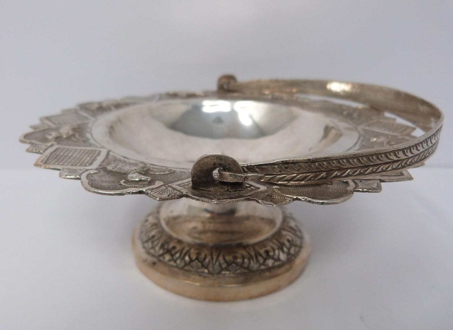A white metal oriental handled dish, coin, silver fish pendant and white metal thai buckle, basket - Image 9 of 9
