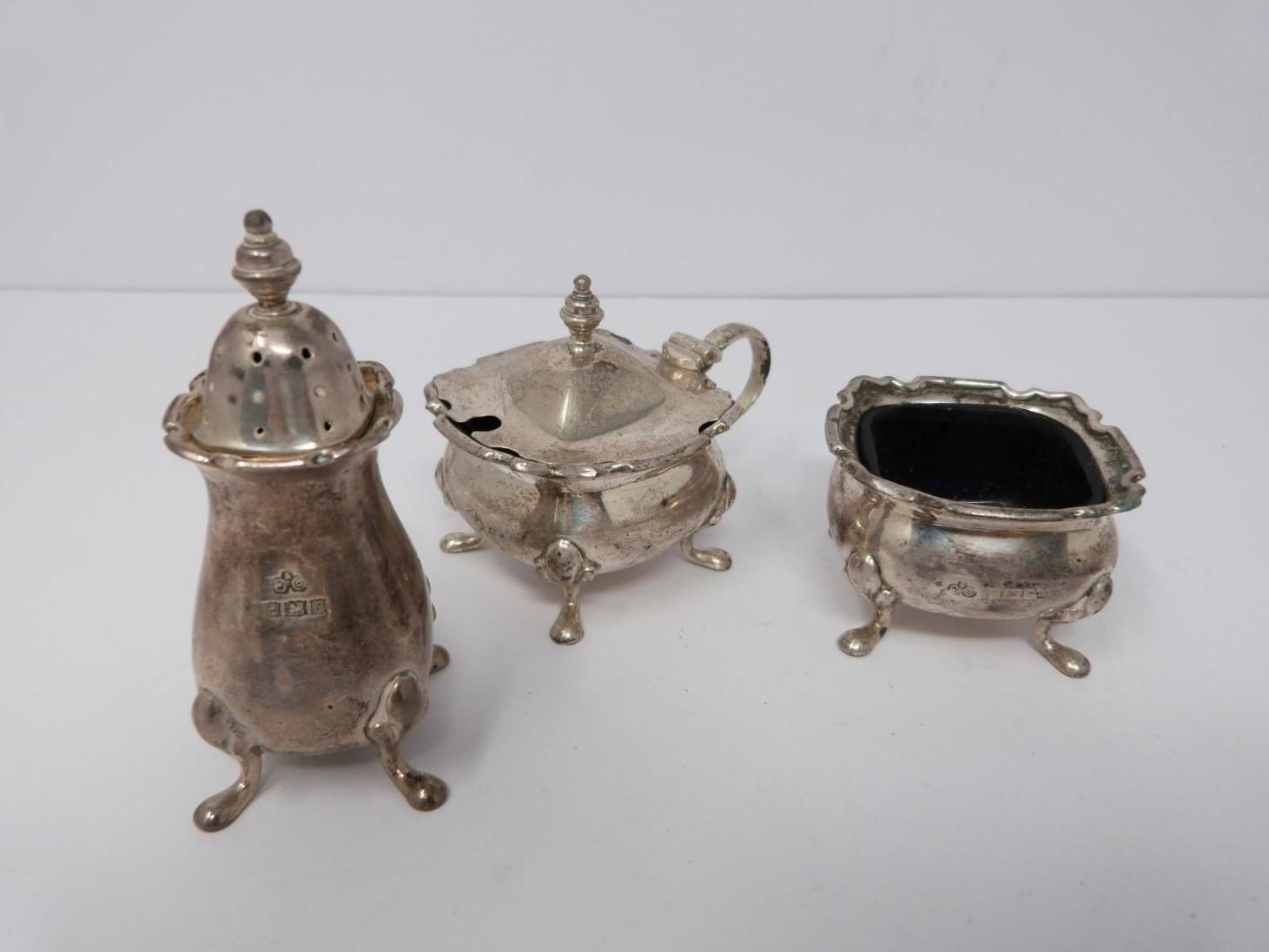 A collection of silver cruets and two silver napkin rings, Elkington and Co, Birmingham, - Image 10 of 11