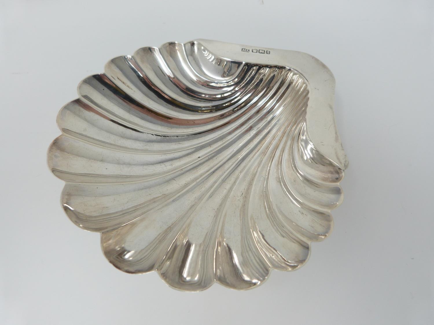 A silver sauce boat, Birmingham, Elkington and Co, 1908, a small handled shell dish, Sheffield, - Image 5 of 10