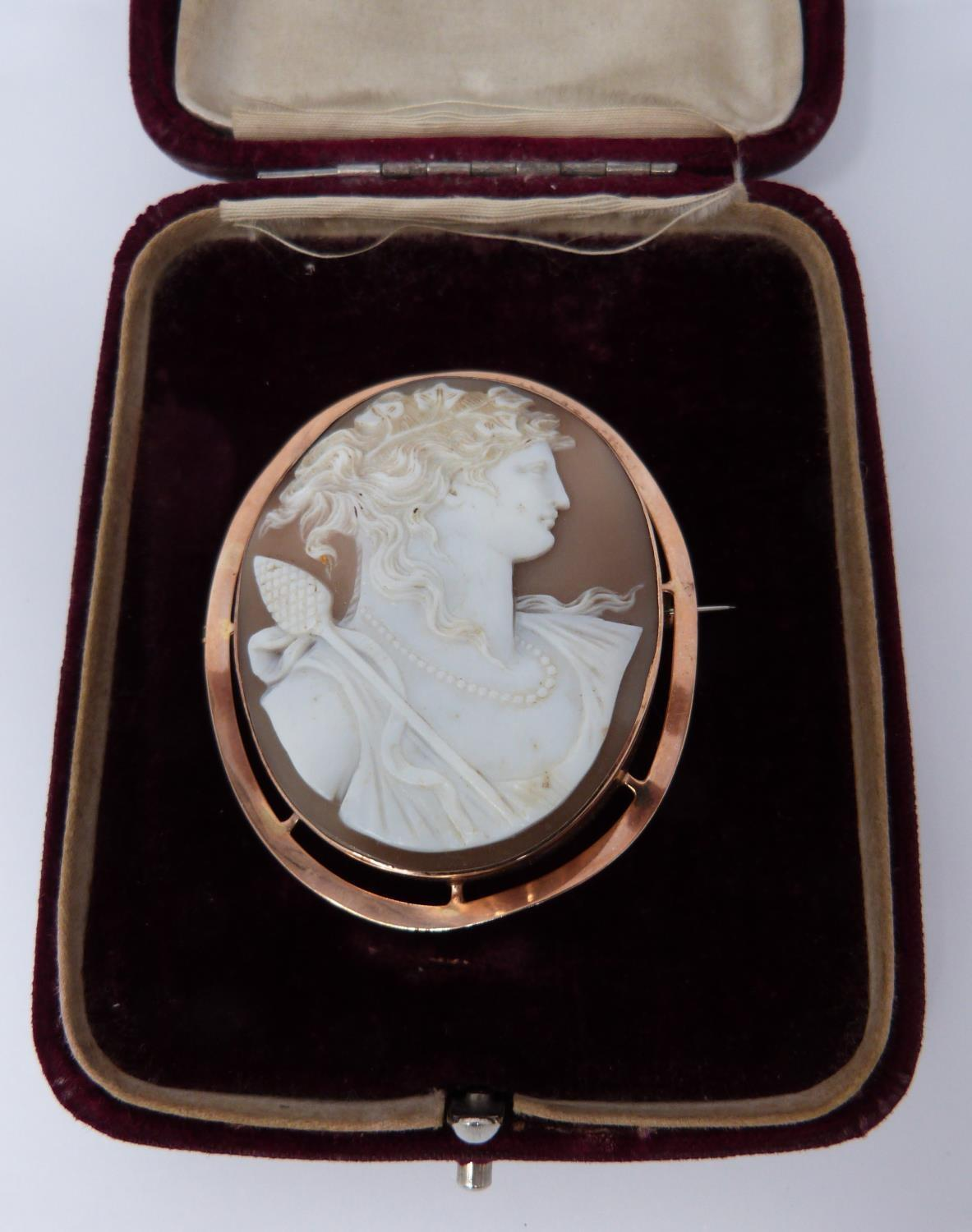 A 9ct Rose gold shell cameo of Dionysis side profile, makers mark AW, 9ct gold mark, he is - Image 3 of 8