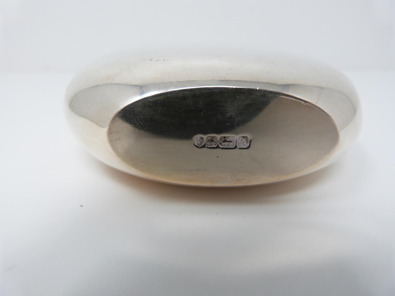 A Silver Harrods hip flask, Sheffield 1991, swilvel lock top. (171g). - Image 3 of 4