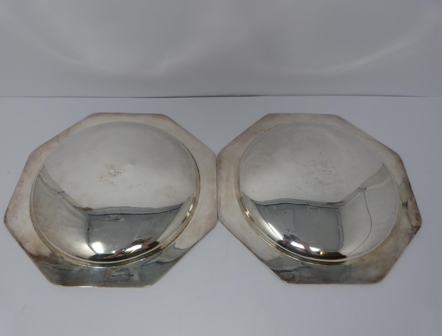 A silver plated cake stand, handled basket and two tankards, basket stamped EPNS, 13694, flower form - Image 8 of 12