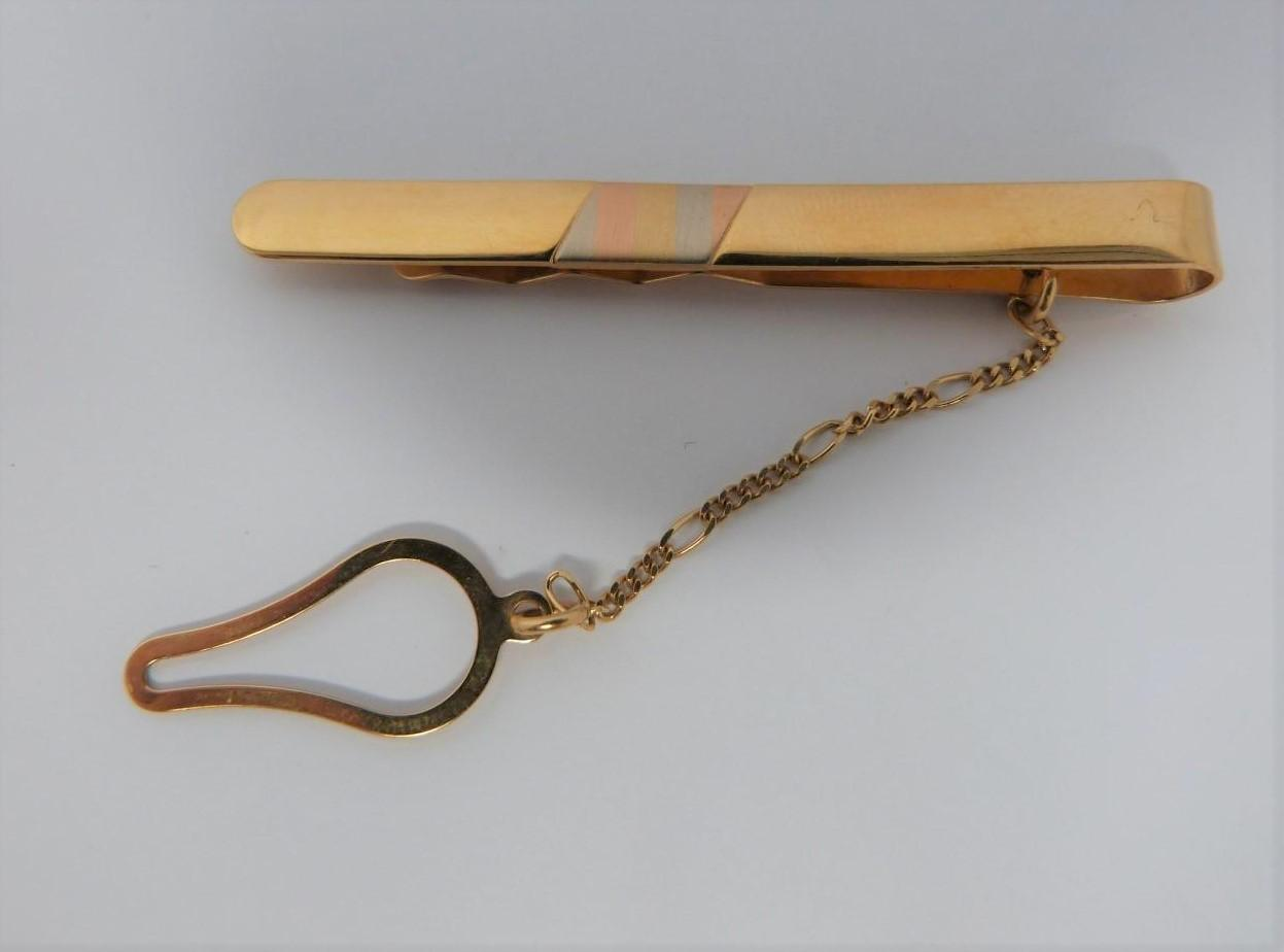 An 18ct three colour gold tie slide with chain, stamped 750, Italy AR for Arona. (5.4g).