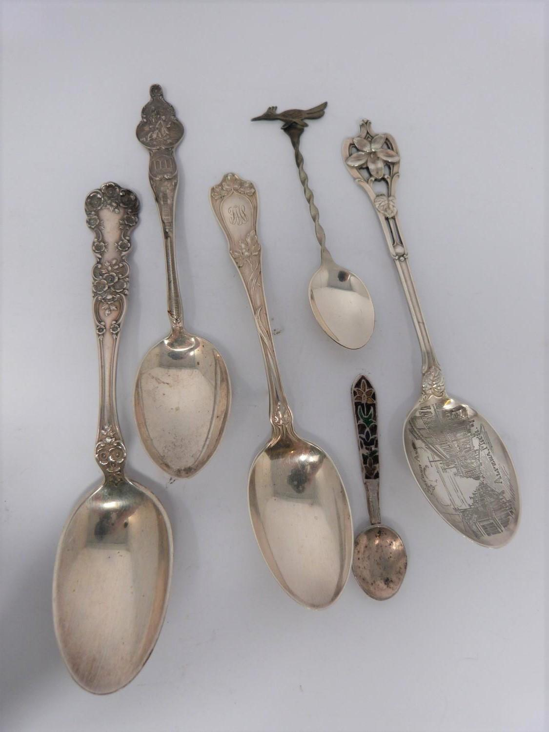A collection of silver spoons, including tourist and collector's spoons. (411g). - Image 6 of 6