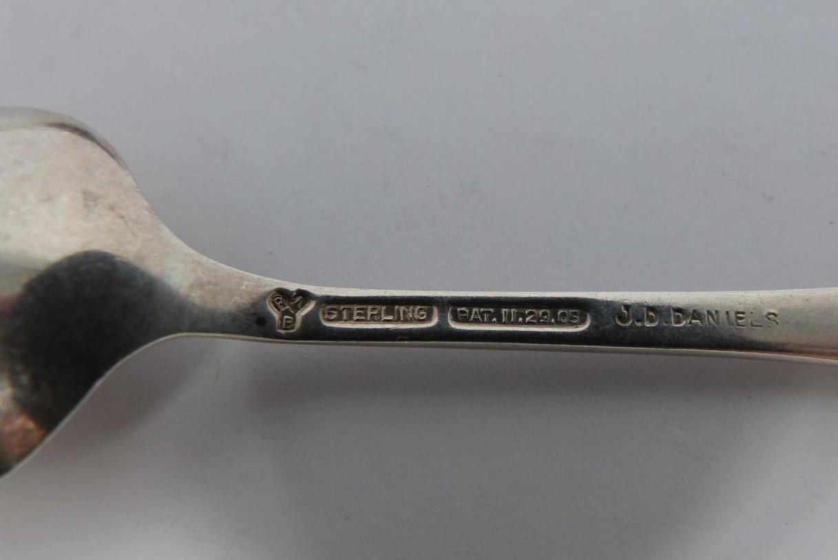 A collection of silver spoons, including tourist and collector's spoons. (411g). - Image 3 of 6