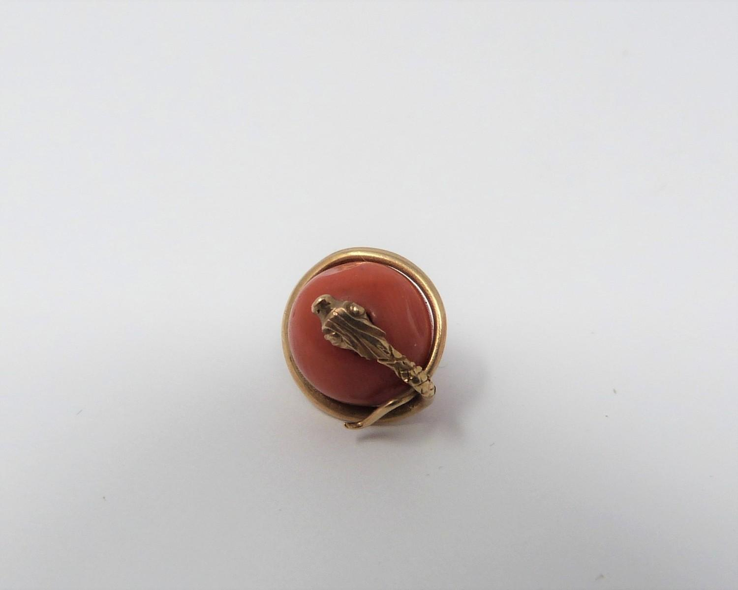 A collection of gold plated and yellow metal jewellery including enamel plaques, coral snake - Image 7 of 11