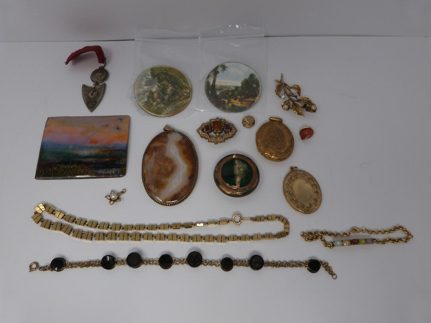 A collection of gold plated and yellow metal jewellery including enamel plaques, coral snake - Image 2 of 11