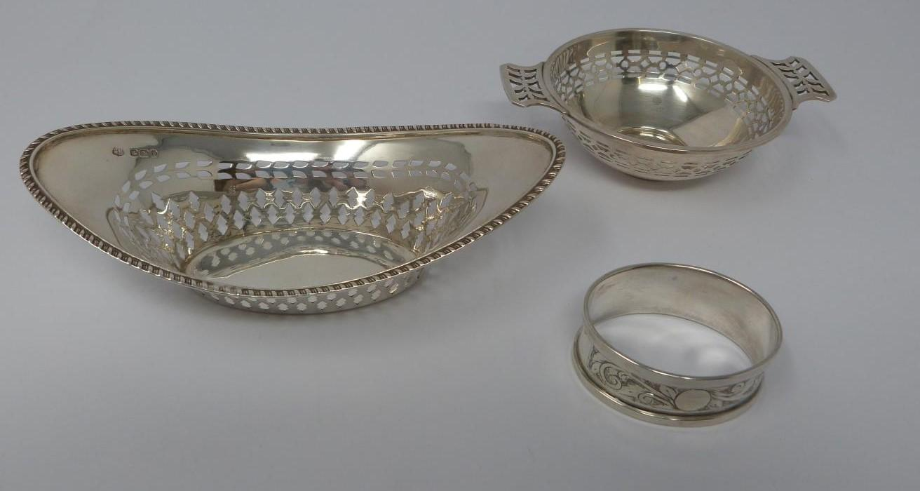 Two silver and cut glass sugar sifters, two silver pierced dishes and a silver engraved napkin ring, - Image 4 of 7