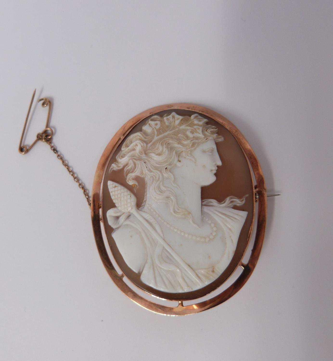 A 9ct Rose gold shell cameo of Dionysis side profile, makers mark AW, 9ct gold mark, he is - Image 4 of 8